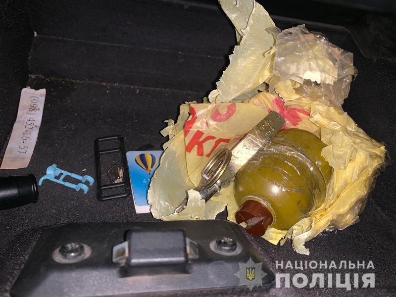 В Рени местный житель подвергал опасности двух малолетних детей, храня дома боевую гранату и наркотики