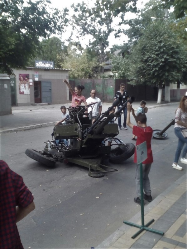 Измаильский погранотряд ко Дню города Рени устроил выставку военной техники