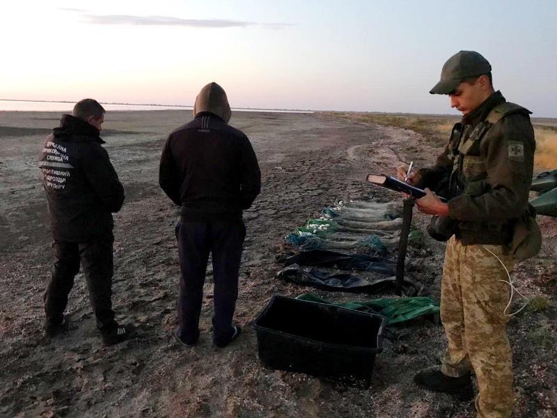 На озере Бурнас в Татарбунарском районе пограничники задержали браконьеров с уловом кефали почти на 90 тыс гривен