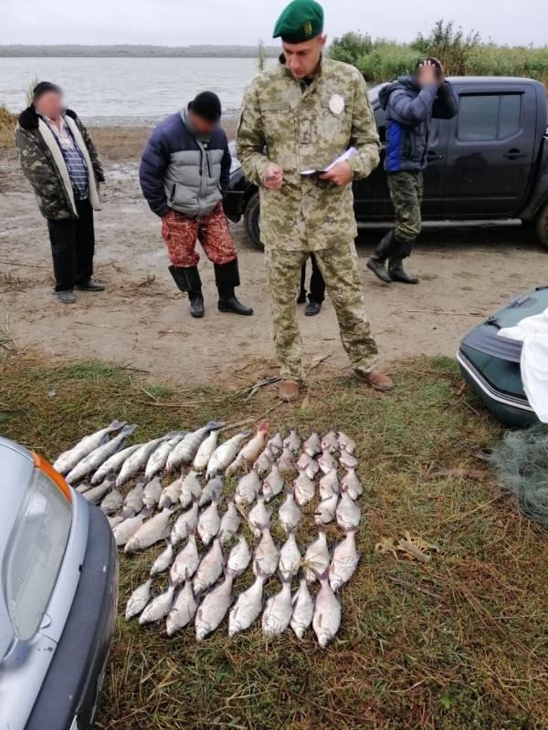 На озере Катлабух пограничники совместно с полицией задержали браконьеров с уловом на 28 тысяч гривен