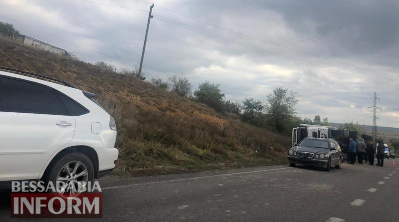 На трассе Одесса-Рени возле Татарбунар перевернулась фура