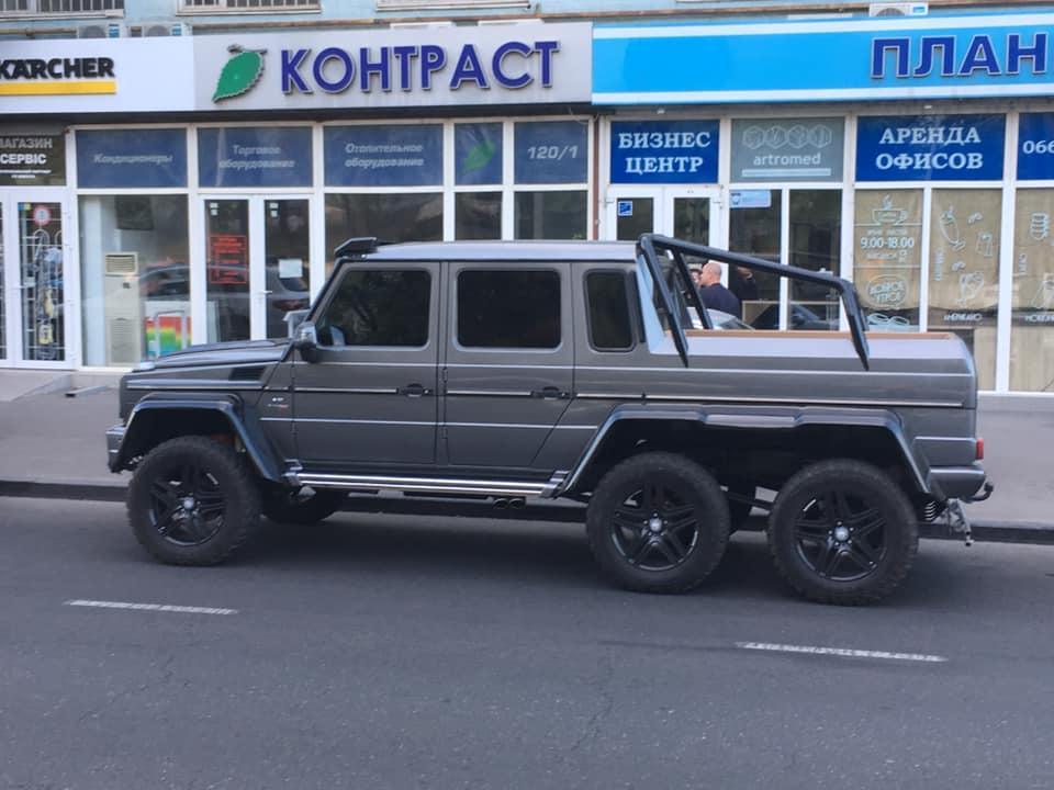 По Одессе разъезжает редкий Mercedes стоимостью около 1 млн долларов: Ломаченко говорит, что его