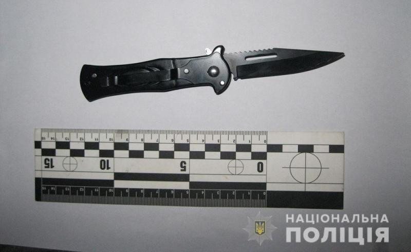 Повёз не той дорогой: в Белгороде-Днестровском пьяный пассажир напал с ножом на таксиста