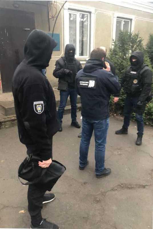 Обещал не привлекать к уголовной ответственности: в Одесской области на взятке задержали полицейского