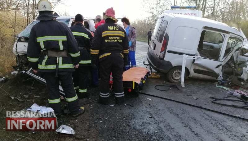 Лобовое столкновение в Белгород-Днестровском районе: погибла женщина-водитель. Состояние пострадавших, в том числе двоих детей, критическое