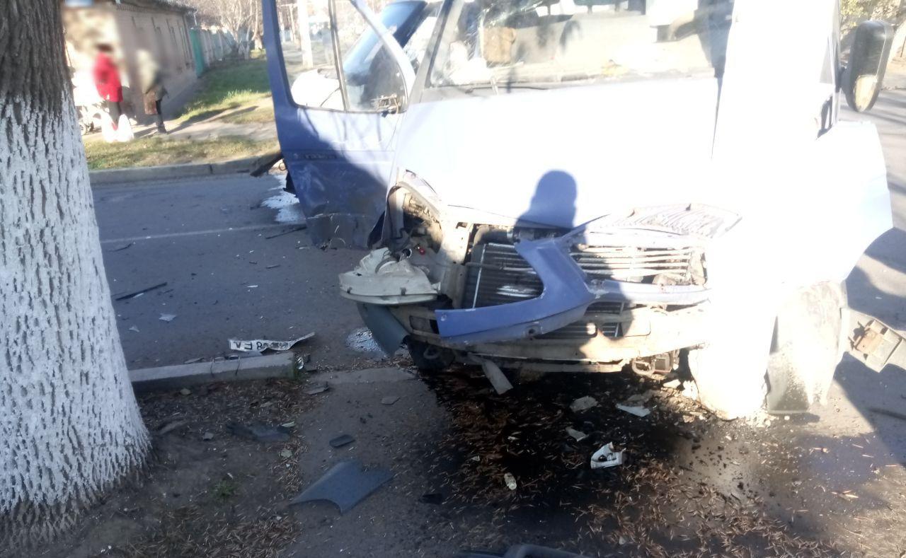 В Измаиле столкнулись грузовая Газель и микроавтобус Ford Transit