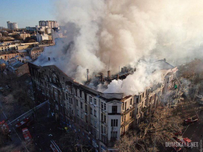 Причиной пожара в одесском колледже могла быть старая проводка - СМИ
