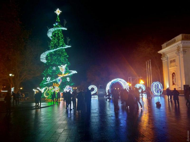Фотоподборка самых красивых новогодних ёлок Украины-2020