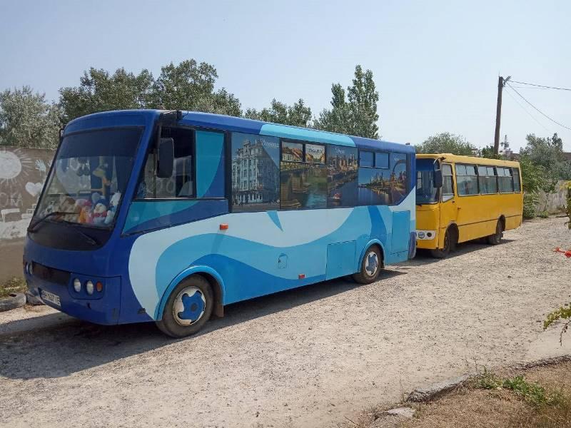 В Аккермане на одном из городских маршрутов ходит уникальный автобус, где юным пассажирам дарят игрушки