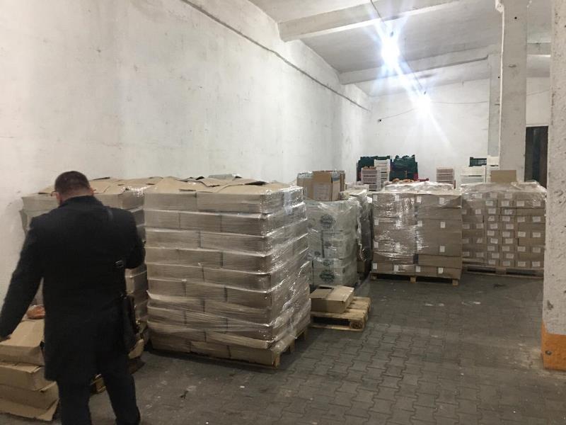 В Одесской области обнаружили склад, где более 15 тонн продуктов питания хранились в ужасных условиях и с грызунами