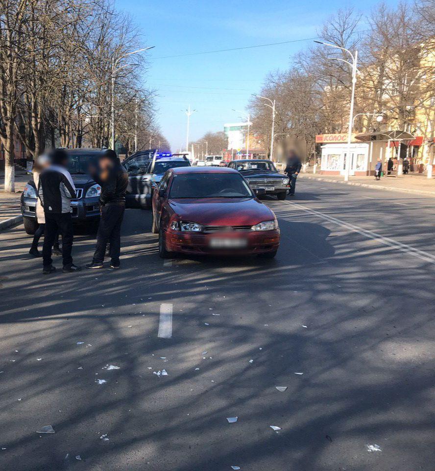 Невнимательная измаильчанка, открыв дверь своего Prado, спровоцировала ДТП на проспекте Мира