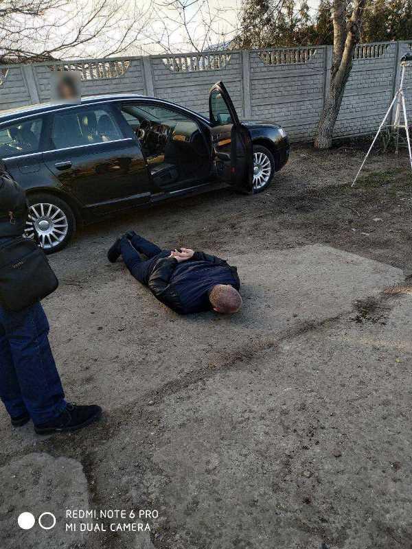 """В Одесской области разоблачили """"теневой доход"""" таможенников за быструю растаможку иномарок из США"""