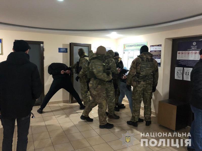 В Одессе трое грабителей обстреляли инкассаторскую машину и украли 700 тысяч гривен