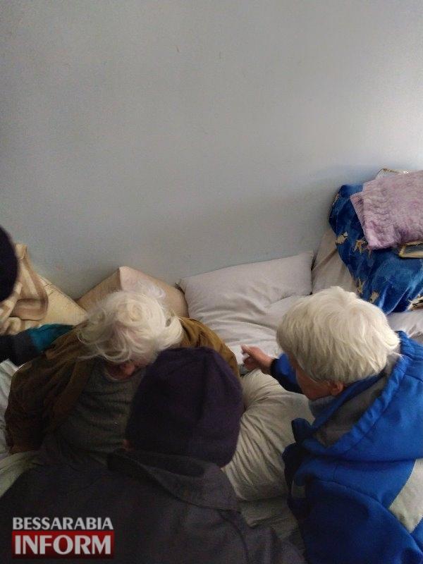В Аккермане спасатели с медиками пришли на помощь пожилой женщине, оказавшейся в тяжелом состоянии в запертом доме