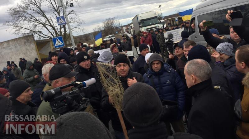 В Татарбунарском районе, протестуя против произвола чиновников, рыбаки со всей Бессарабии снова перекрыли трассу Одесса-Рени