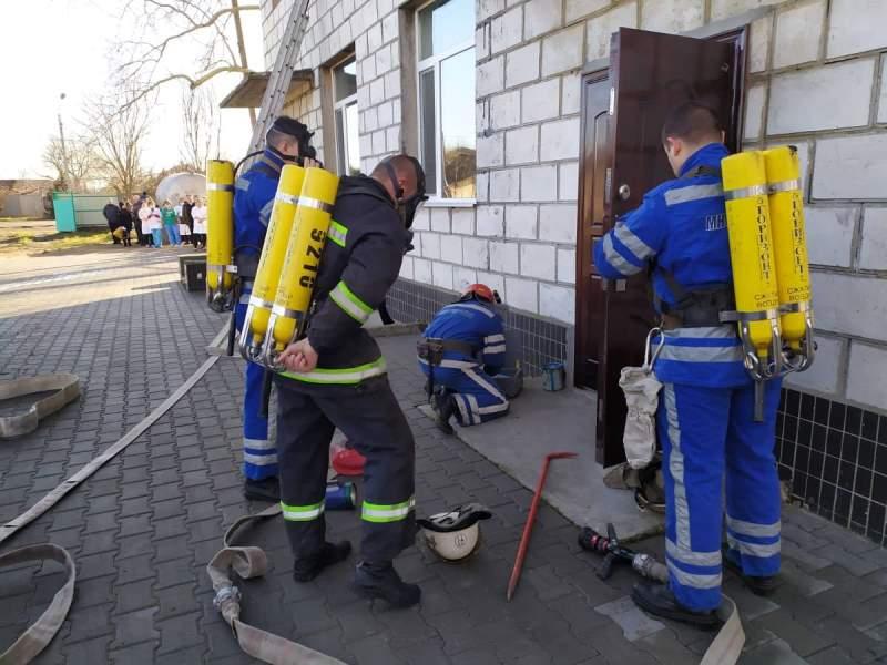 """В Измаильской инфекционной больнице """"тушили"""" пожар - медперсонал прошел пожарно-тактические учения"""