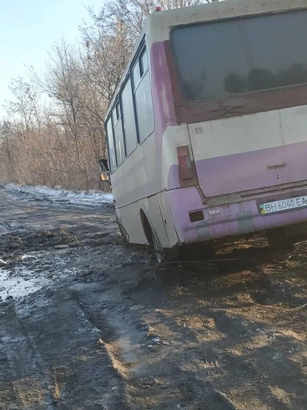 Непроездная Бессарабия: в Арцизском районе пришлось КАМАЗом вытаскивать из болота пассажирский автобус (видеофакт)