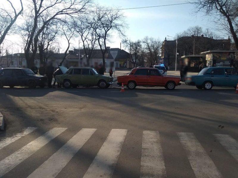 """«Бильярд» на дороге: в Измаиле на проспекте Суворова столкнулись четыре """"ВАЗ""""а"""