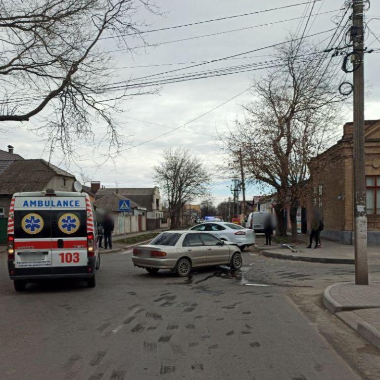 Измаил: две иномарки в ходе ДТП снесли дорожный знак - оба водителя госпитализированы