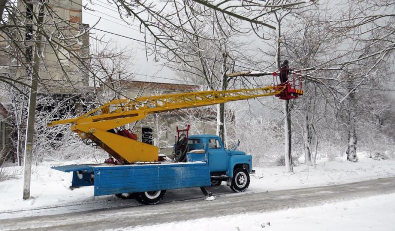 Белгород-Днестровский район: в Сергеевке шквальный ветер повалил электроопоры