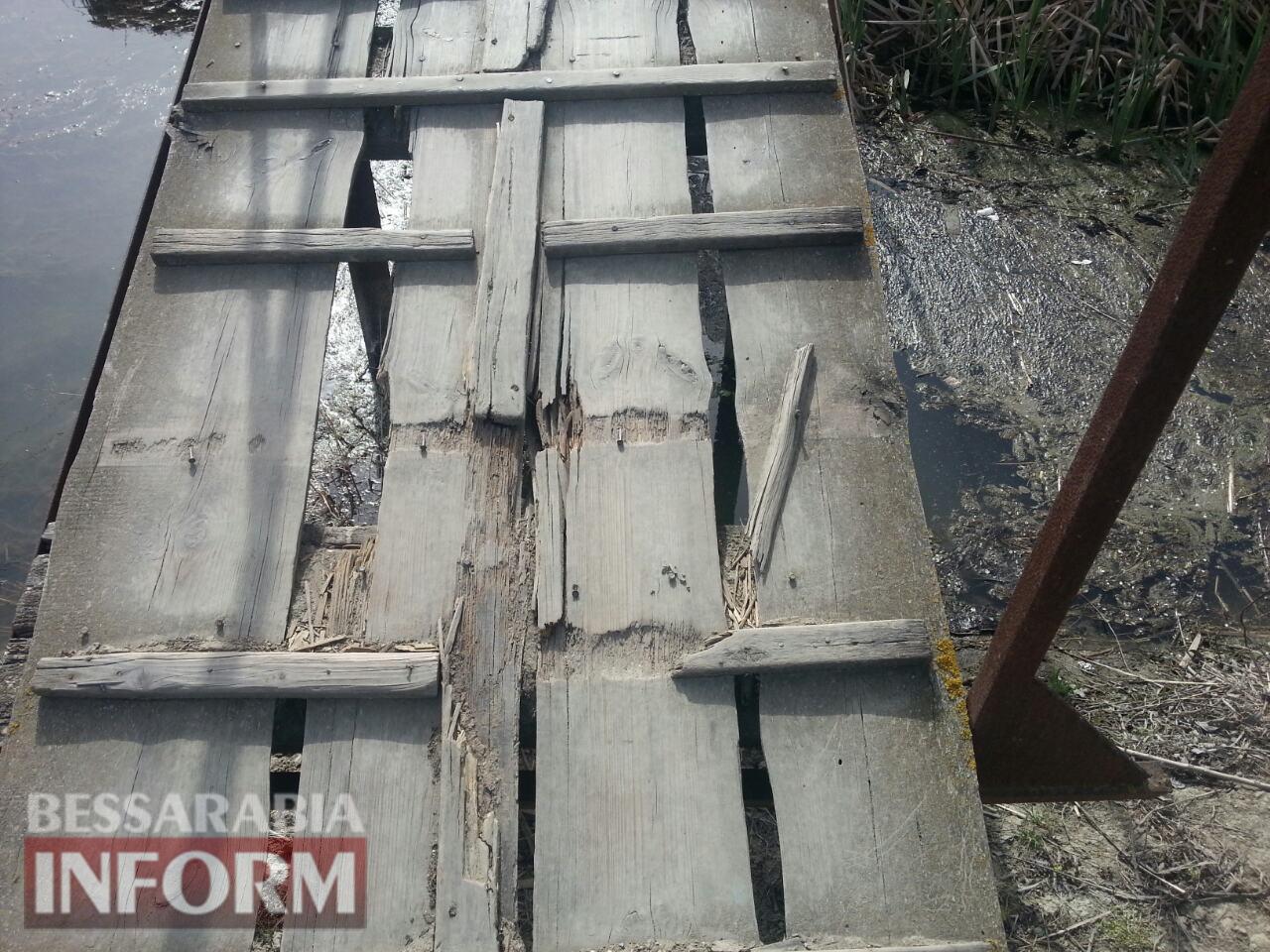 В Вилково мама с ребенком на руках травмировалась, провалившись на аварийном мосту, - на его ремонт в бюджете нет денег
