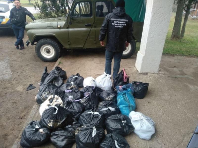 Вблизи Болграда в автобусе пограничники обнаружили более 170 кг рыбы, которую незаконно перевозили две иностранки