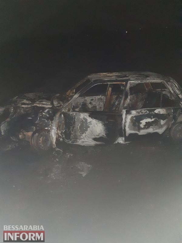 Измаильский район: в Сафьянах автомобиль въехал в дерево и загорелся, водитель погиб, пассажир в больнице
