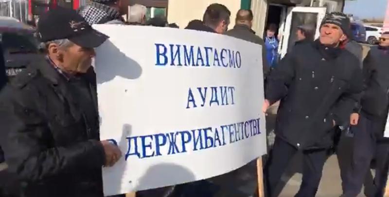 Акция протеста в Маяках: рыбаки из Бессарабии перекрыли трассу Одесса-Рени