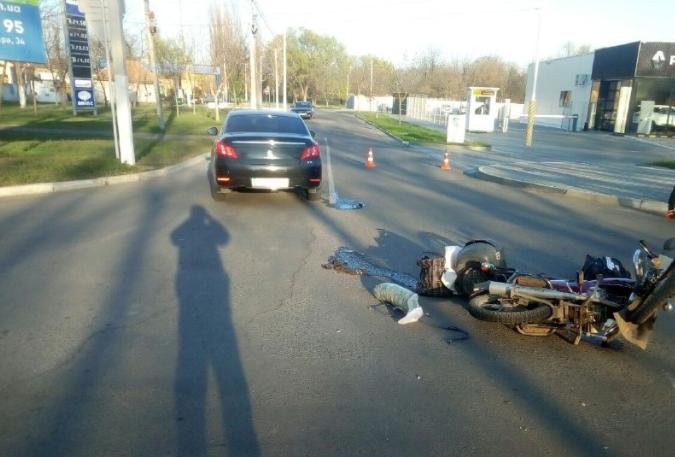 """ДТП в Измаиле: на проспекте Суворова водитель Peugeot """"отправил"""" в больницу мопедиста"""