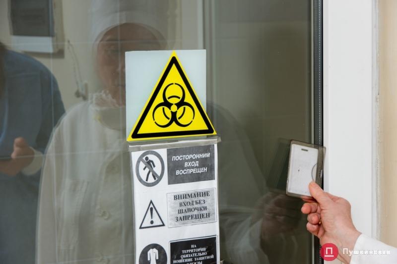 Рабочие будни единственной лаборатории в Одесской области, которая проводит исследования на коронавирус