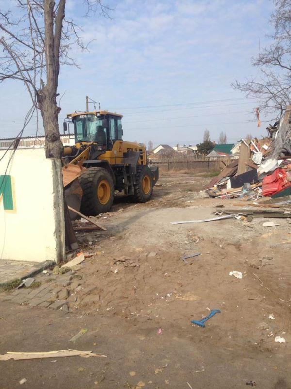 """Неизвестные """"титушки"""" разгромили ночью магазин на территории базы отдыха в Затоке"""