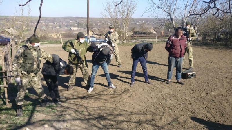 Нарушать, так с праздником: в Белгород-Днестровском районе задержали квартет «баянистов», которые незаконно пересекли границу
