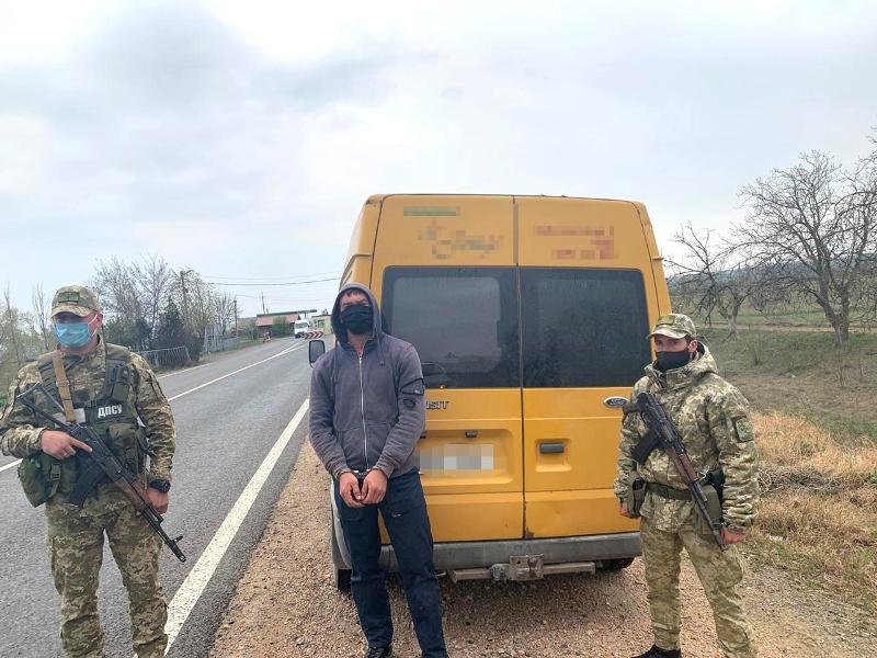 Лишился микроавтобуса и получил запрет на въезд в Украину: Белгород-днестровские пограничники задержали гражданина Молдовы