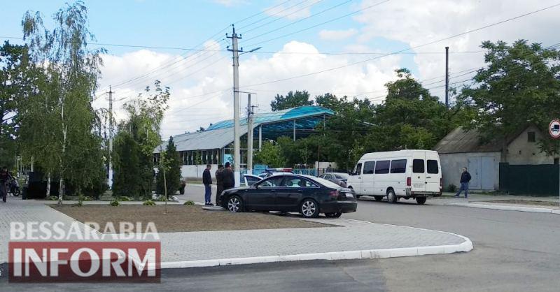 """ДТП в центре Килии: рейсовый автобус не уступил дорогу превысившей скорость """"Audi"""""""