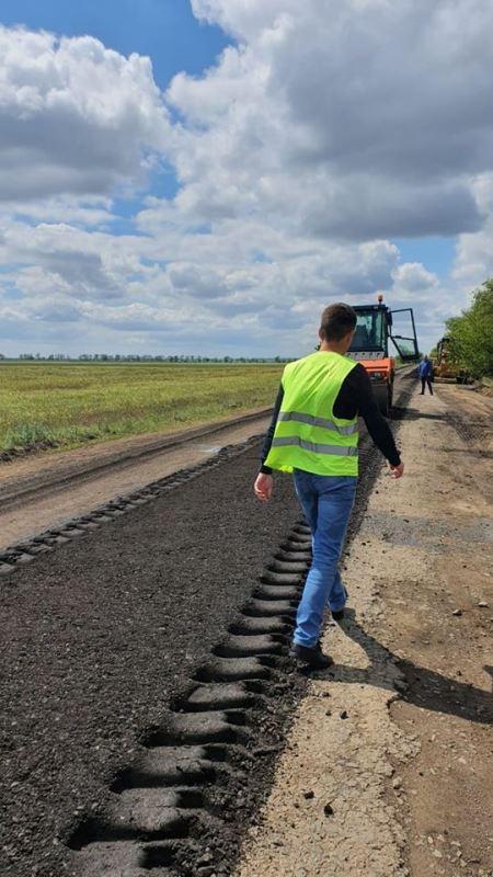 В Саратском районе начались строительные работы на проблемном участке дороги Забары — Успеновка — Колесное