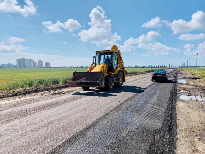Чтобы к морю с ветерком: в Одесской области ремонтируют дороги к главным курортам региона