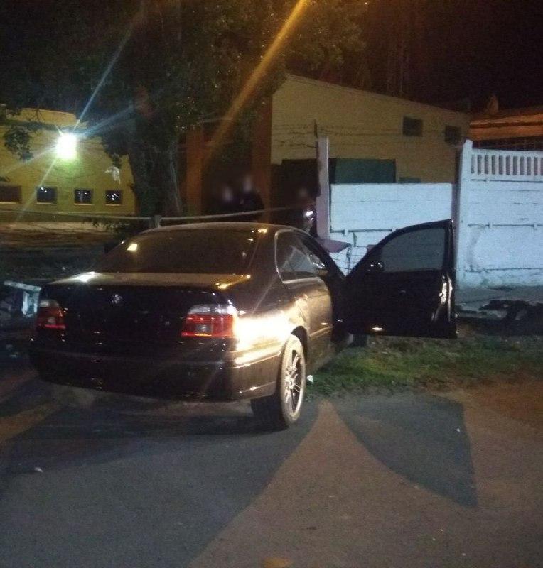 """""""Авто в хлам"""": в Измаиле ночью ещё один """"гонщик"""" взял на таран забор"""