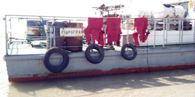 Севшее на мель в Татарбунарском районе судно отбуксировать не могут, но экологии оно не угрожает