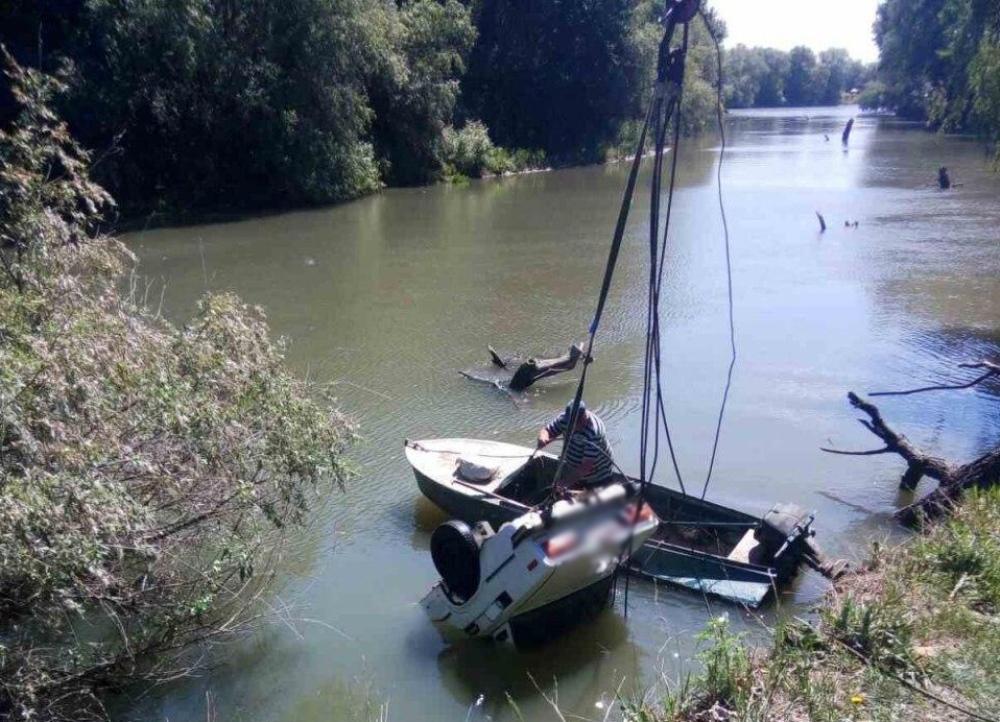 Под Одессой автомобиль с обрыва упал в реку - погибли два человека