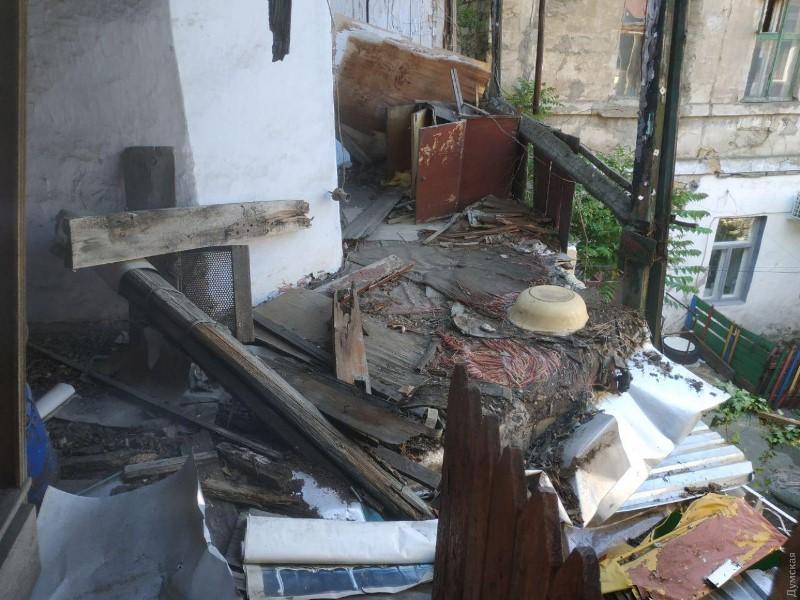 Очередное обрушение жилого дома в Одессе - здание собирались сносить еще 17 лет назад