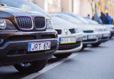 Владельцы «евроблях» будут платить штрафы за нарушение ПДД не как все