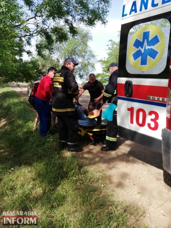 В Белгород-Днестровском районе легковушка слетела в кювет и врезалась в дерево: есть пострадавшие