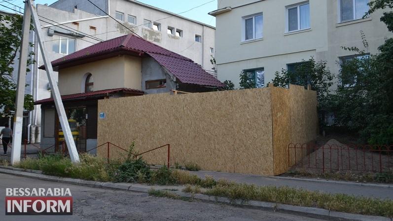 Вчера МАФ, а завтра двухэтажный магазин: в Аккермане продолжается спор между предпринимателем и жильцами дома, рядом с которым идет стройка