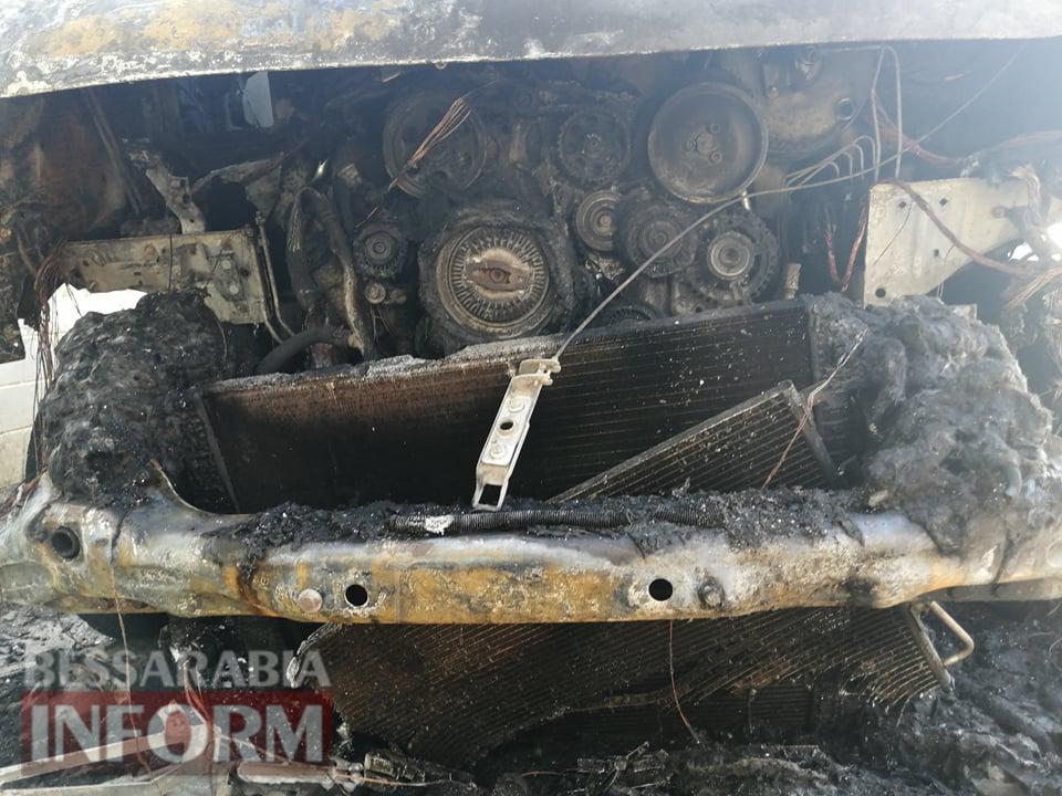 В Килии неизвестные сожгли рейсовый автобус во дворе частного дома