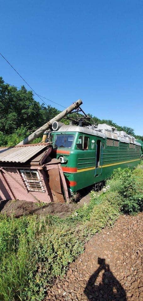 Масштабная авария на Одесской железной дороге: сошел с рельсов грузовой состав c минеральными удобрениями