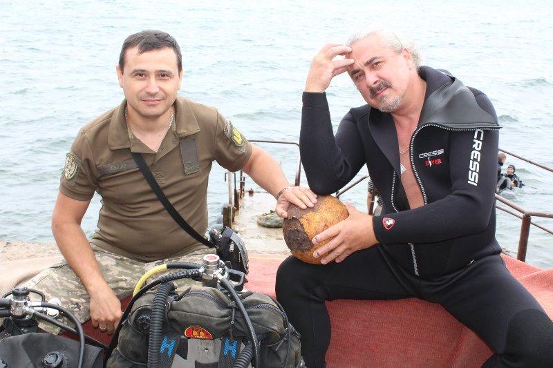 Станет музейным экспонатом: в Одессе в районе пляжа Ланжерон дайверы нашли пулемет Максима