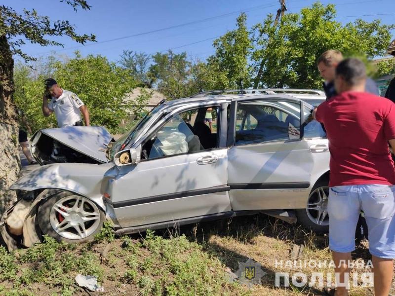 На трассе Одесса-Рени при въезде в Татарбунары Hyundai влетел в дерево - погибла женщина