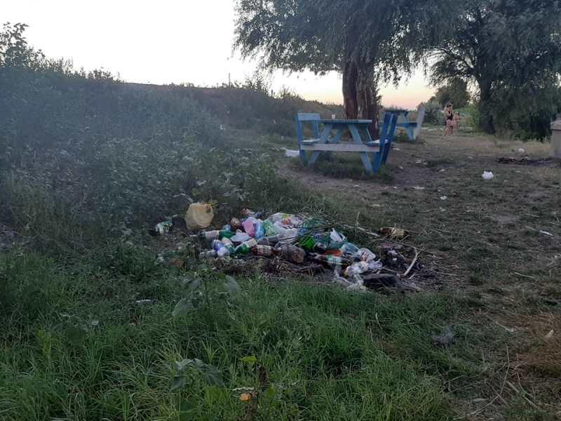 """Единственное место для отдыха горожан: ренийцы возмущены состоянием """"старого пляжа"""" на берегу озера Кагул"""