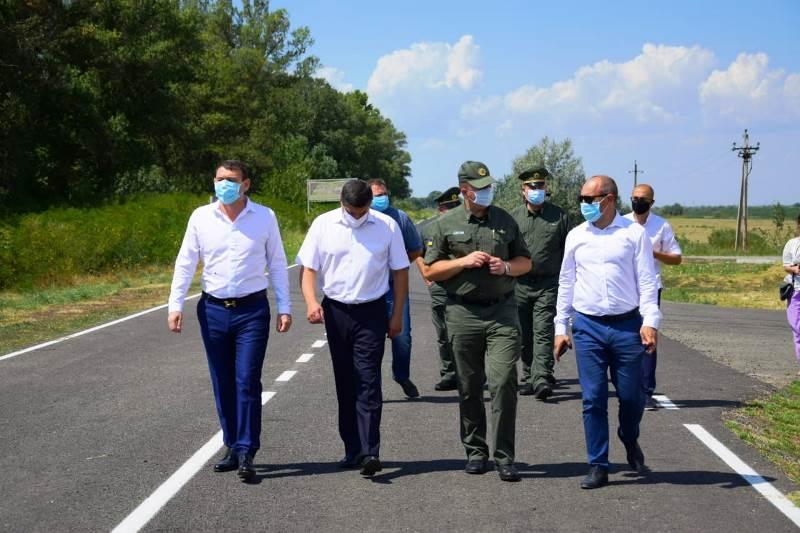 Переправу Орловка-Исакча с ознакомительным визитом посетили губернатор, глава облсовета и другие важные персоны