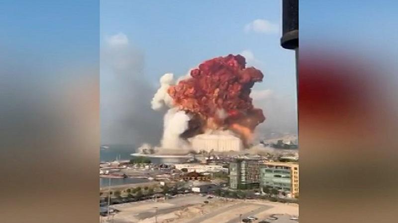 """В Бейруте прогремел мощнейший взрыв: """"вздрогнул"""" весь город, есть жертвы и сотни раненых"""